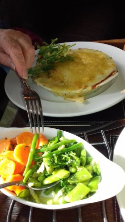 Long Preston, UK: Fish pie with beautifully cooked vegetable