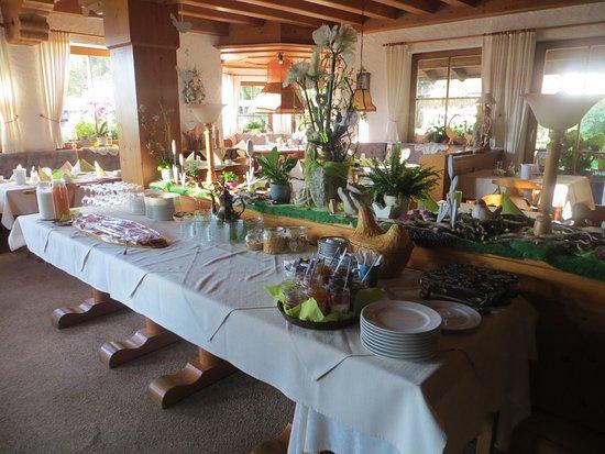 Eisenberg, Alemania: Gaststube zum Frühstück vorbereitet