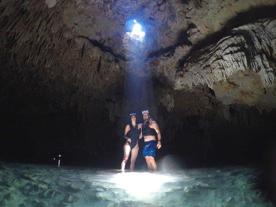 LabnaHa Cenotes & Eco Park: mI marido y yo en el cenote subterráneo en LABNA-HA