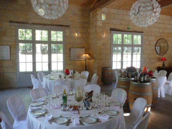 Neac, فرنسا: Spacious elegant dining room