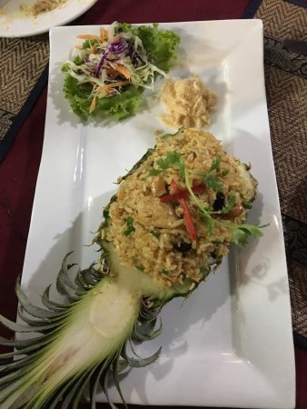 Tree Top Restaurant and Bar: Pineapple fried rice