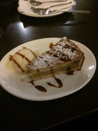 Mgarr, มอลตา: Apple pie with Ice Cream