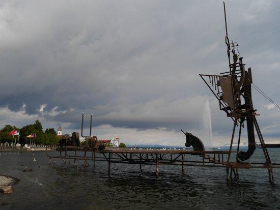 Klangschiff: The lakeside promenade of Friedrichsfafen as a background.
