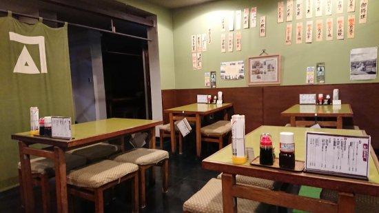 Kakigen: 店内のテーブル席