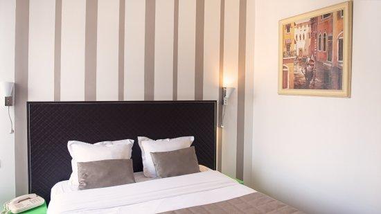 chambre double standard - Picture of Venise Hotel, Paris - TripAdvisor