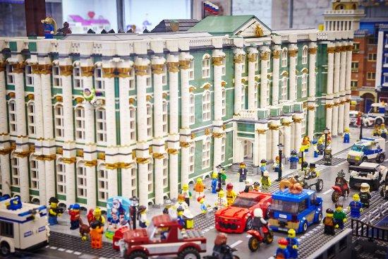 Музей-выставка моделей из LEGO Game Brick