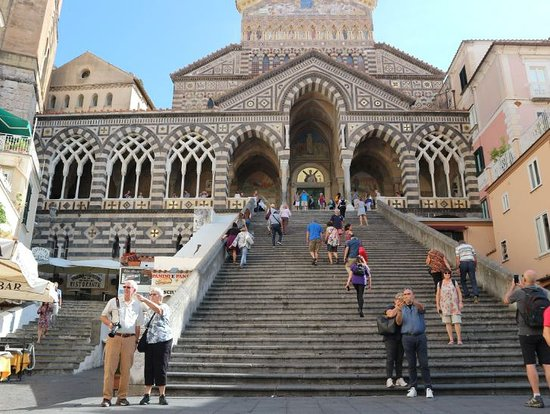 Floridiana Hotel: Hotel is right next to Amalfi cathedral