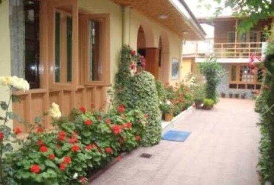Hotel JH Bazaz (Happy Cottage): photo1.jpg