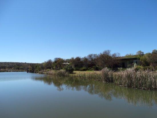 Modimolle (Nylstroom), Sør-Afrika: Het meer en de huisjes