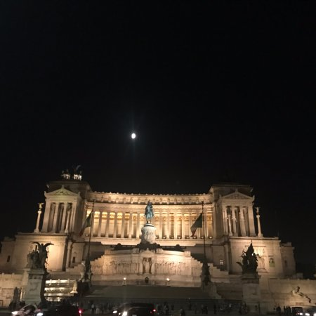 The Red Bicycle Touring Organisation : Piazza Venezia