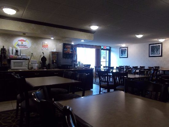 Super 8 Erie/I 90: Super 8, Off I-90,, Erie, PA. VERY NICE BREAKFAST ROOM.