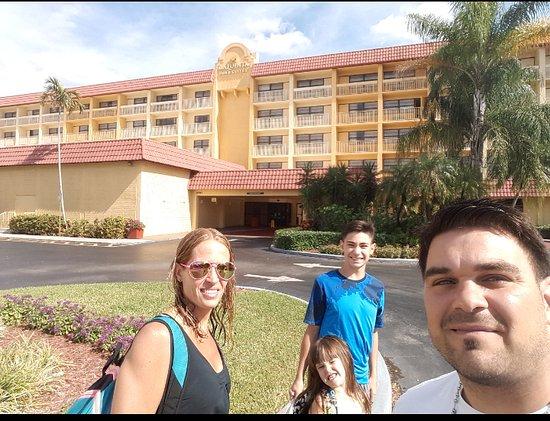 La Quinta Inn & Suites Coral Springs University Dr: vista desde la entrada del hotel