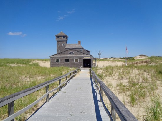Old Harbor Lifesaving Station : Boardwalk and outside