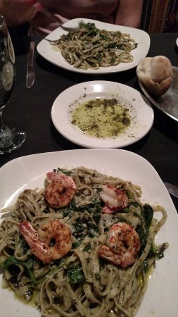 Bistro 109: Pesto Pasta with Warmed Buns and Olive Oil