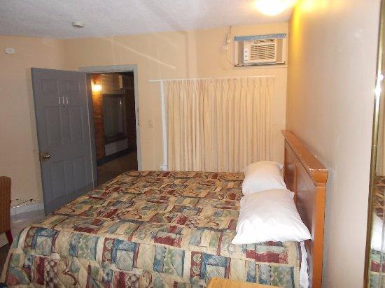 Caravan Inn Niagara Falls : Caravan Inn, 8511 Lundy's Lane, Niagara Falls, Ontario.