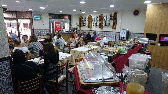 Lisboa Tejo: Breakfast served in the nearby cafe