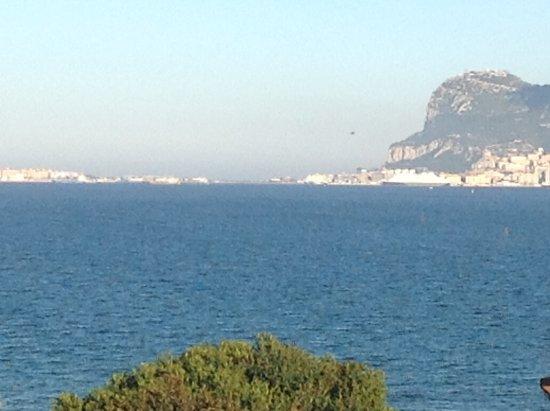 Hotel Mirador: Looking over balcony towards The Rock of Gibralta.