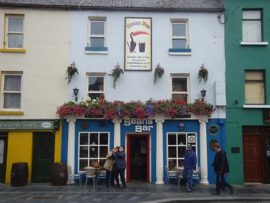 Athlone, Irland: Sean's Bar from the street