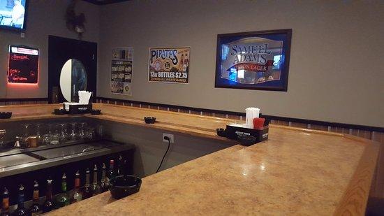 Monroeville, PA: Bar Counter