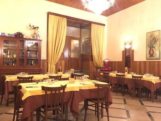 Montalbano Elicona, Italy: Una sala de Il Focolare.