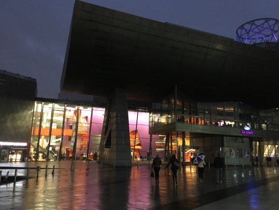 The Lowry: Great looking at night