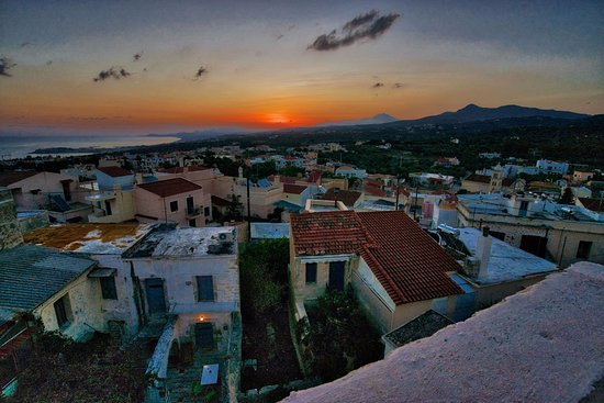 Atsipopoulo, Greece: Sunrise from the highest roof terrace