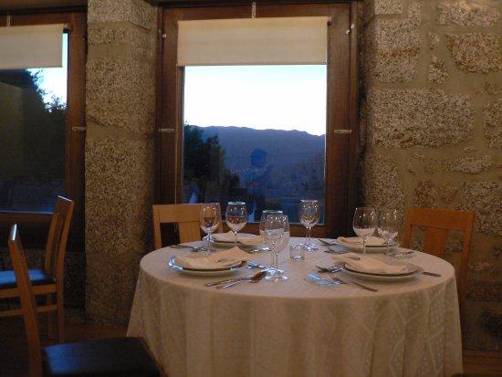Restaurante Típico Retiro da Cabreira: Salle très accueillante