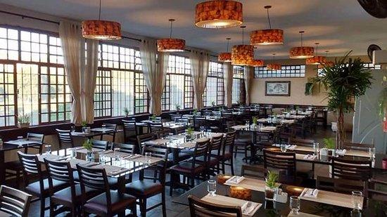 Aldeia do Sabor Restaurante: Salão com linda vista para o Lago do Taboão