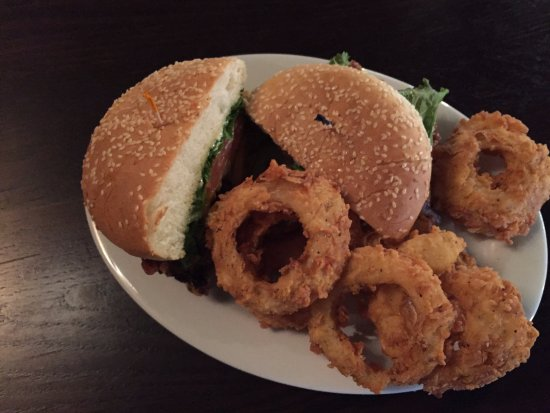 Natchitoches, LA: Hamburger with Onion Rings