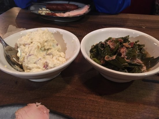 Huntersville, Carolina del Nord: Potato salad and Collard Greens