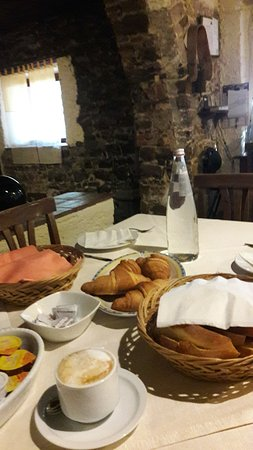Pollina, Italia: Breakfast was perfect every morning.