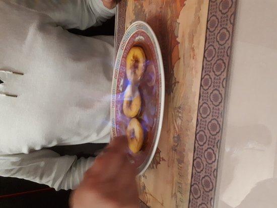 Fouesnant, France: Soupe Pékinoise et soupe chinoise, boeuf bambous et champignons noirs, poulet aux champignons pa