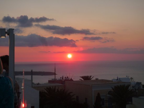 Strogili Restaurant: Our view of the sunset from the upper deck