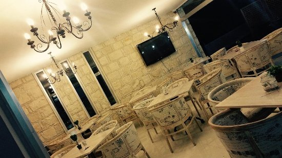 Episkopi, Cypr: Indoor seating area