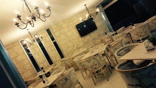 Episkopi, Cypern: Indoor seating area