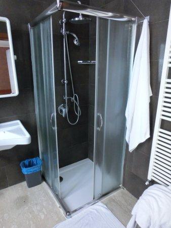 Oasi Village Hotel & Resort: ducha. demasiado pequeña, se podría aprovechar más espacio
