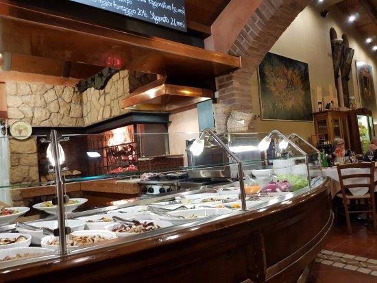 La cucina con camino - Picture of Pizzeria Alle Vigne, Negrar ...