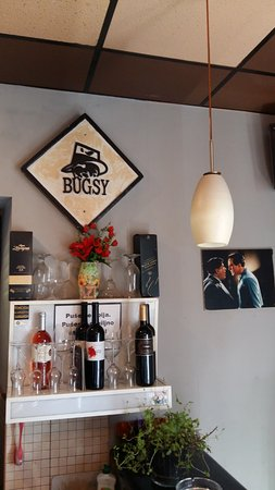 Kastel Luksic, Croatie : Prohibition wall art, Bugsy Bar