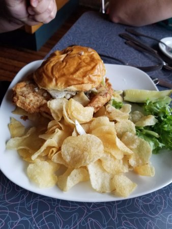 Mount Vernon, IA: tenderloin and chips