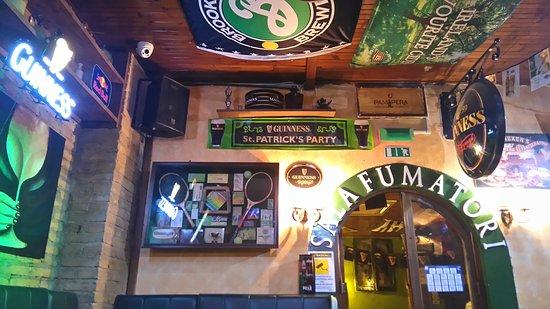 deco pub irlandais shamrock irish pub celio. Black Bedroom Furniture Sets. Home Design Ideas