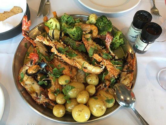 Отличный ресторан с рыбой и морепродуктами