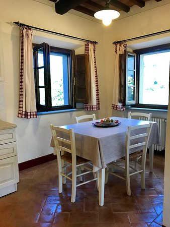 Casa Portagioia - Tuscany Bed and Breakfast: Andreocci apartment dining with views!