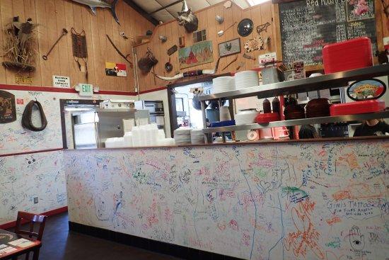 Tehachapi, CA: Write on the walls!