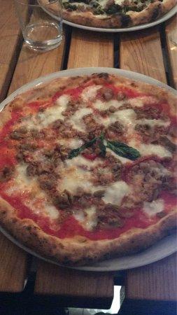 Frijenno e Magnanno: Pizza fritta, pizza salsicce e friarielli, pizza frjenn magnann