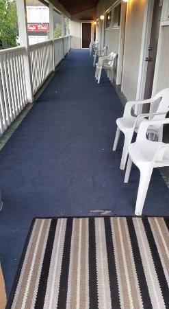 Glenghorm Beach Resort: carpets were ripped/torn tripping hazard