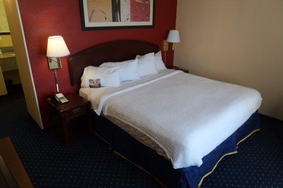 Courtyard Flint Grand Blanc: Bedroom, Room 301