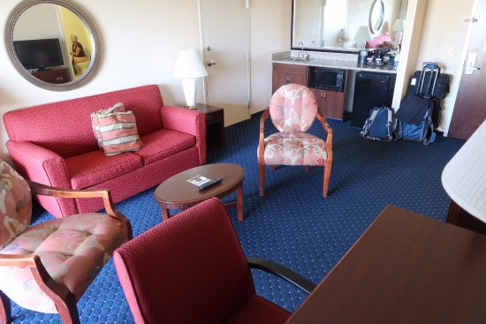 Courtyard Flint Grand Blanc: Living area, Room 301