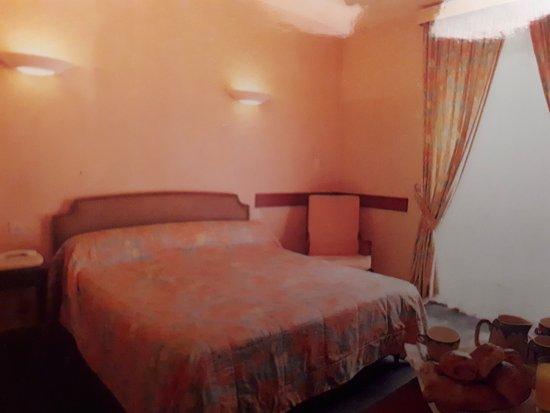 Grand Hotel l'Etape : Un excellent confort de lit, tout le mobilier est de qualité, votre sommeil y sera parfait !
