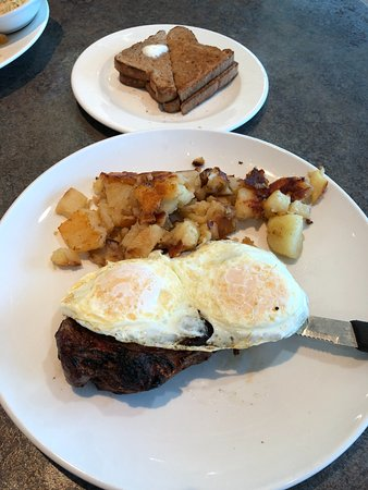 East Meadow, NY: Steak with eggs and potatoes and wheat toast