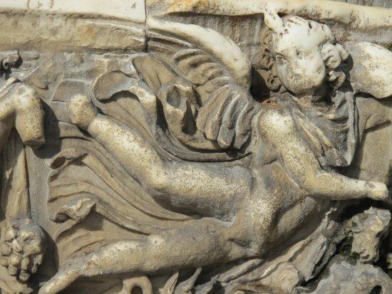 Fontana del Sarcofago